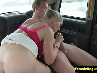 Female british cabbie sucking her passenger