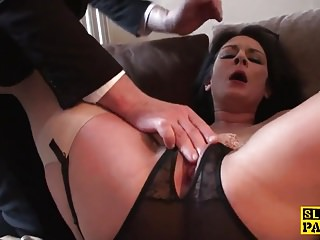 Fingered uk slut spread her legs