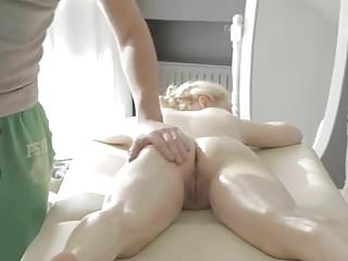 Weekend massage leads to sex from Dinfling.org