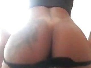 Livia Santos rebolando na webcam