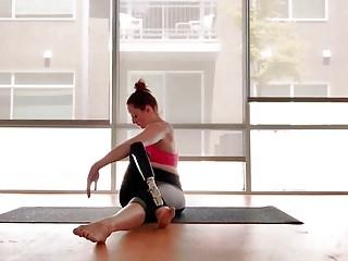 Amputee RAK doing yoga with prosthetic leg