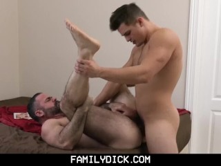 FamilyDick-Bear Gets Fucked by Young Curious Hunk