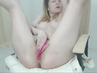 31 yrs old cam-slut perfect tits