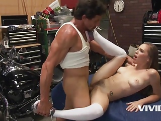 Horny mechanic stepdad fucks his little bitch on the desk