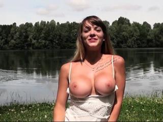 Belle coquine au gros seins