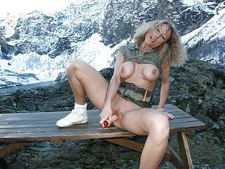 Milf amatrice se gode en montagne avant gangbang en foret