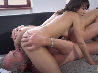 Beautiful Teens Girlfriend Threesome Suck Old Man Cock and Swallow big load