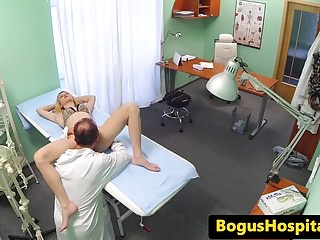 Euro amateur patient pussylicked during exam