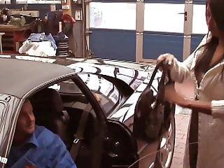 Teen Kima auf Dieter Bohlens ersten Ferrari gefickt