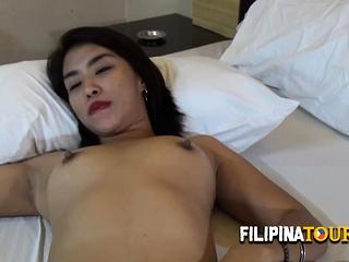 Phillipinne slut is paid by tourist