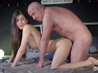 Old and Young Porn - Teen Puts Big Cock in Mouth and Sucks