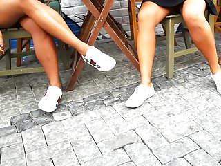 candid Teens sexy tanned legs and hot upskirt