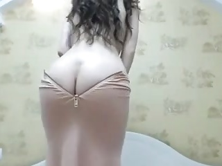 ArabPrincess Camgirl with Booty Cleavage