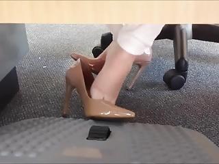 Meu amigo filma meus pezinhos no trabalho