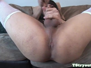 Asian casting tranny plays with her ass