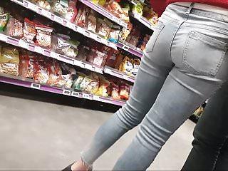 Cul de blonde en jean (slowmo)