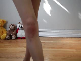 squirting girl shakes little booty