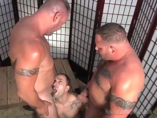 Sexy muscle men double team cocksucker