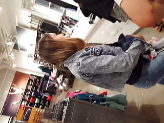 Candid voyeur latina in jeans booty beautiful model in line