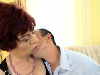 Granny slut gets cumshot