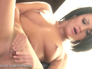 Sexy house wife Nia Black in gets naughty in the kitchen