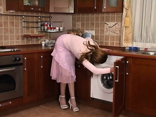 Sexy MILF lured repairman at home 1 - More On HDMilfCam.com