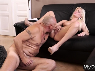 Daisy daddy issues xxx Horny blondie wants to try someone