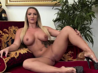 Hot party sluts are looking for dicks