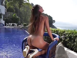 Sexy brunette Lorena