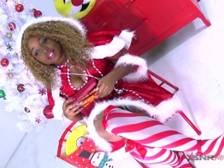 Mastubating on Christmas day / Nina Rivera