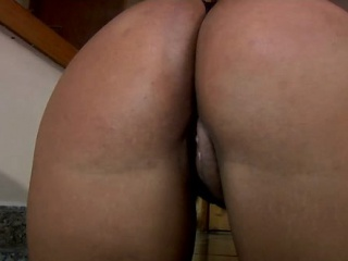 Kinky and pretty milf from brazil prefers playing solo games