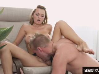 Super hot Emily Thorne creampie