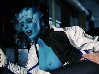 Fucking a blue extraterrestrial hottie in this porn parody