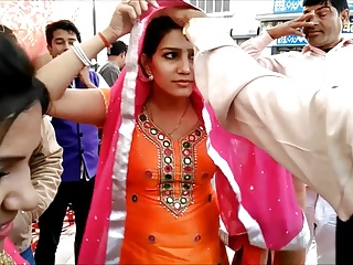 Bhabhi on Street - NON NUDE