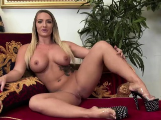 Skinny girl knows how to use a dick